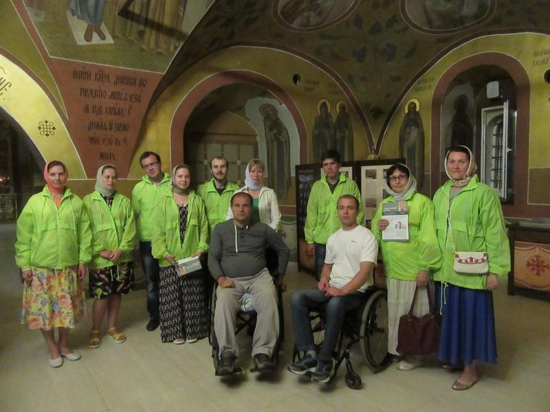 Активисты организации «Инватур» совместно с волонтерами посетили литургию в Вознесенском Печерском мужском монастыре