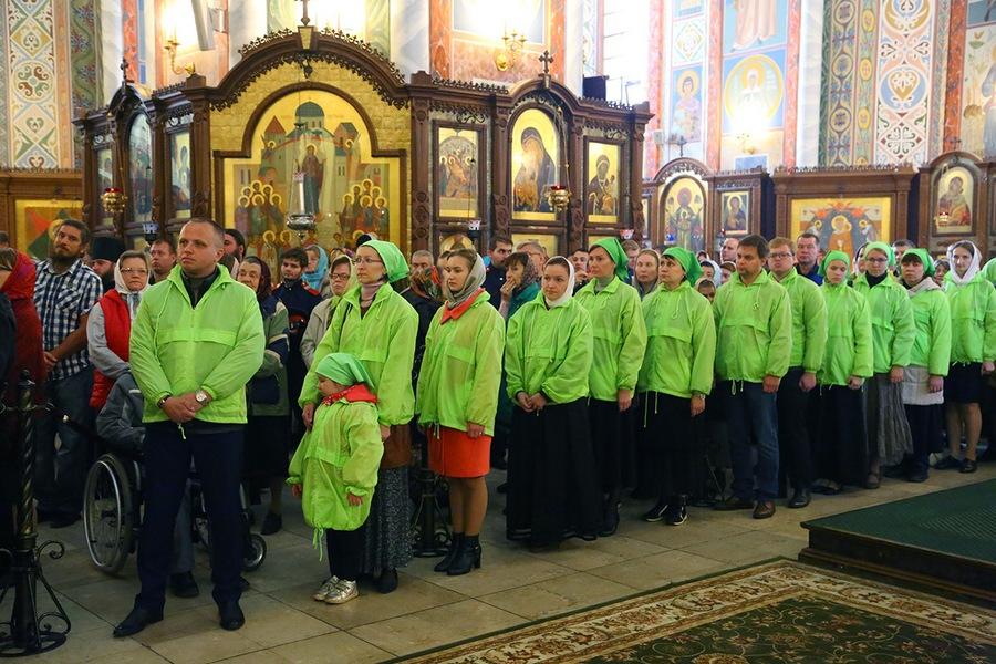 Богослужение  в Александро-Невском кафедральном соборе