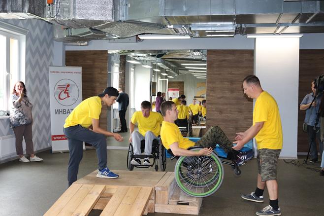 В Спортивном центре «Борский» состоялась открытая тренировка в спортивно-реабилитационном лагере по обучению пользованию активной инвалидной коляской